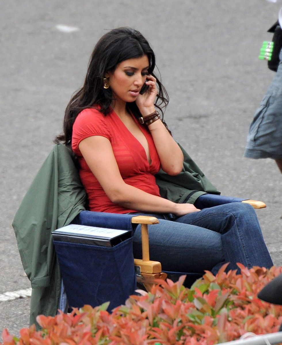 kim-kardashian-on-the-set-of-goodie-two-shoes-in-shreveport-01