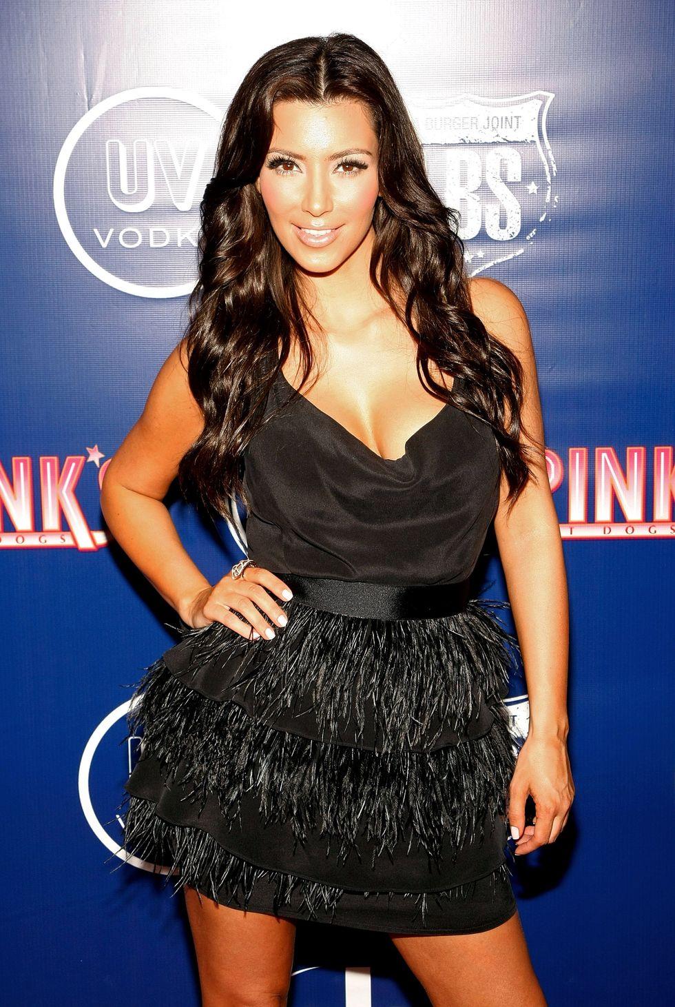 kim-kardashian-pinks-hot-dogs-grand-opening-in-las-vegas-01