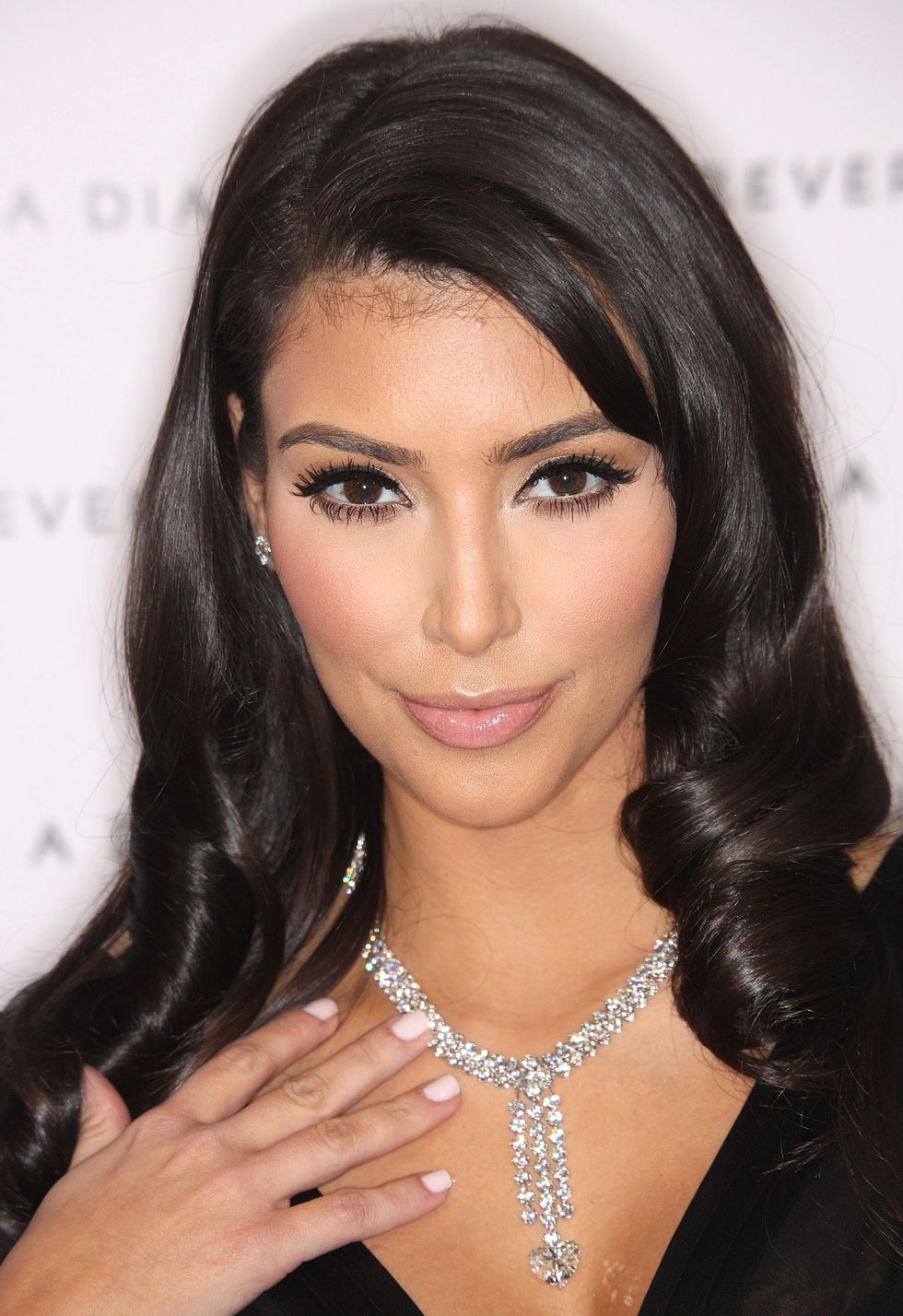 kim-kardashian-private-pre-oscar-dinner-celebrating-diamonds-in-africa-01