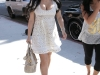 kim-kardashian-shopping-at-intermix-boutique-on-robertson-blvd-02