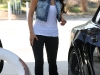 kim-kardashian-shows-ass-in-leggings-02