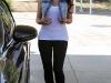 kim-kardashian-shows-ass-in-leggings-04