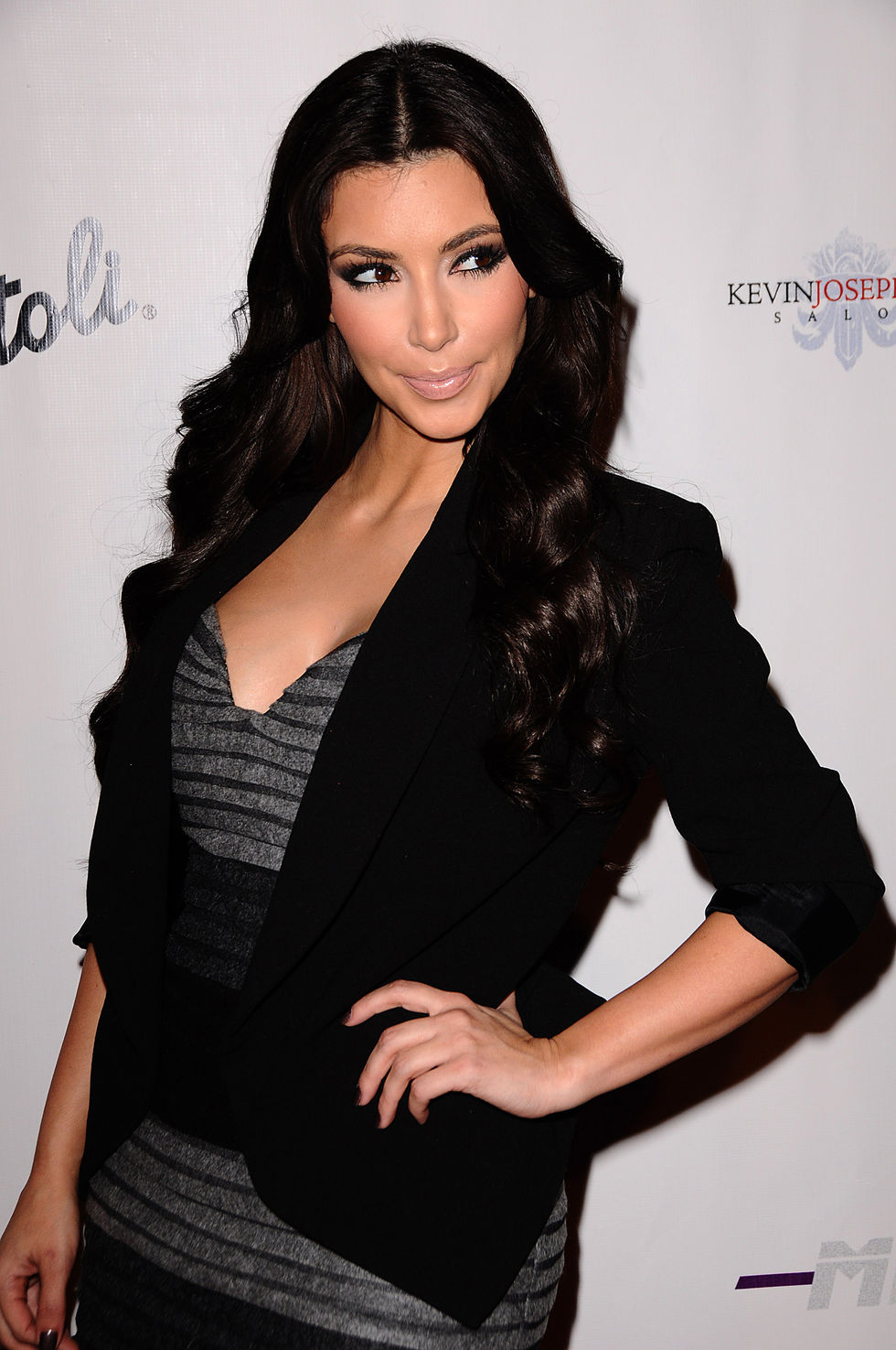 kim-kardashian-shows-cleavage-at-zeugari-fashion-show-01