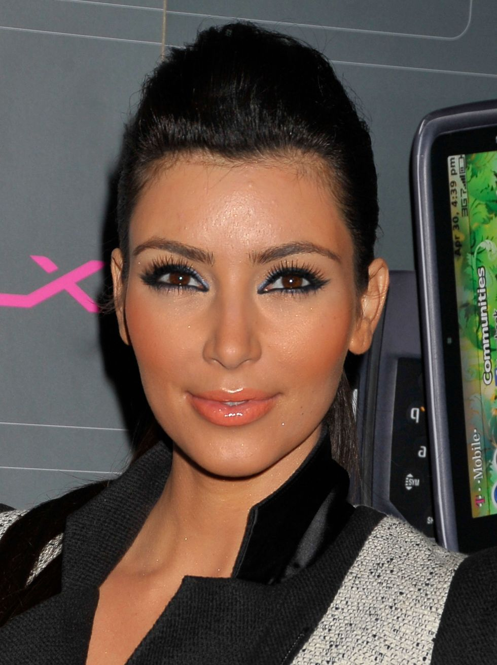 kim-kardashian-t-mobile-sidekick-lx-launch-event-in-hollywood-01