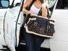 kim-kardashian-tight-jeans-candids-in-los-angeles-02