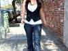 kim-kardashian-tight-jeans-candids-in-los-angeles-06