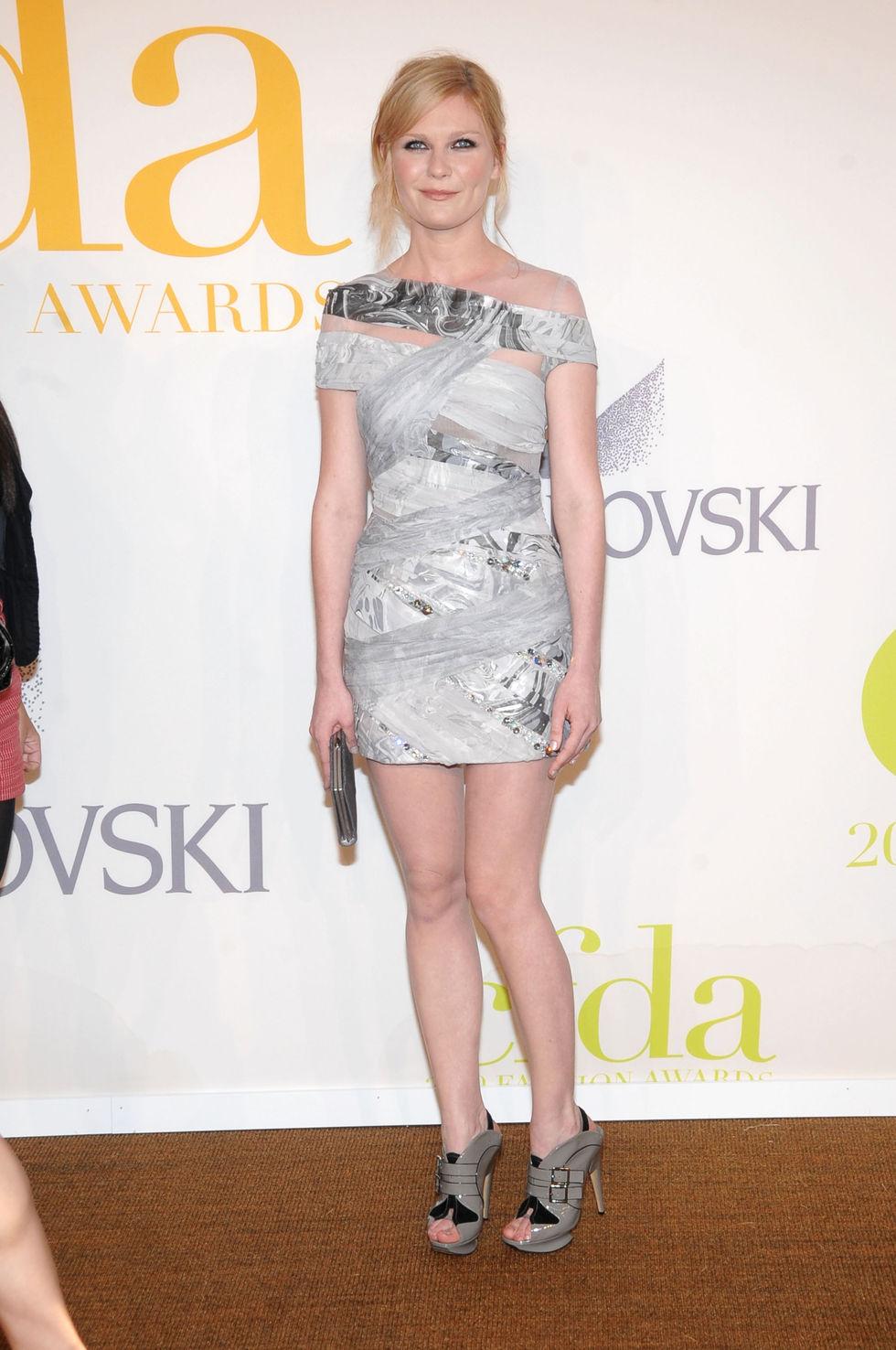 kirsten-dunst-2009-cfda-fashion-awards-in-new-york-01