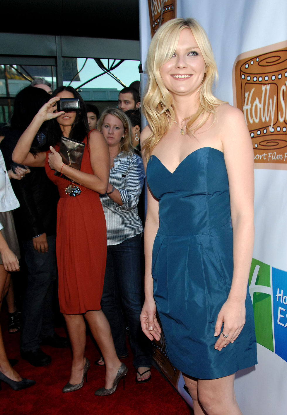 kirsten-dunst-5th-annual-hollyshorts-2009-opening-night-celebration-03