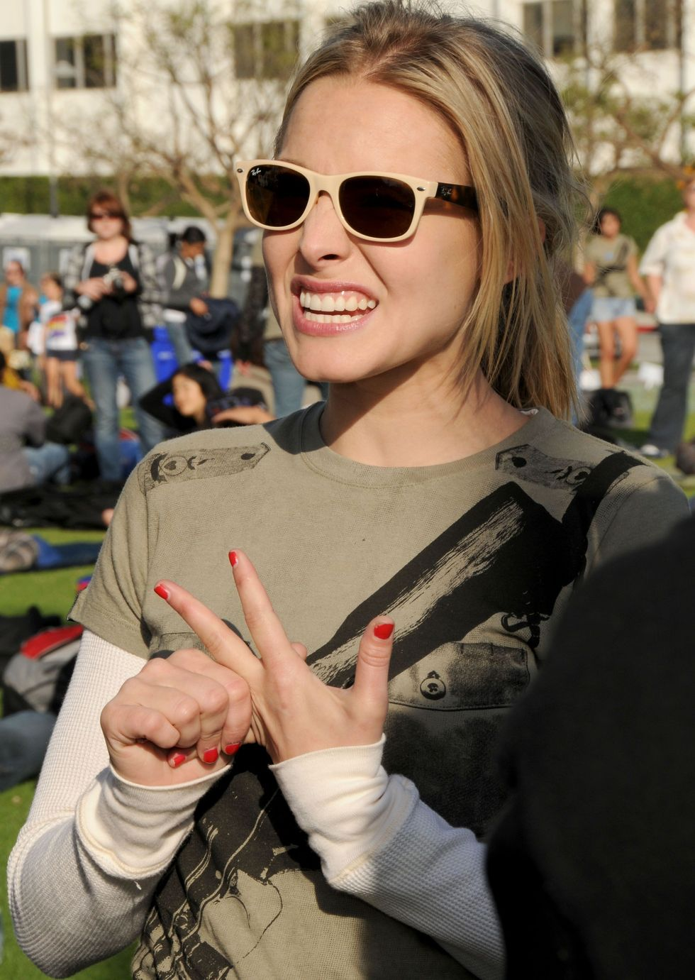 kristen-bell-invisible-childrens-the-rescue-rally-01