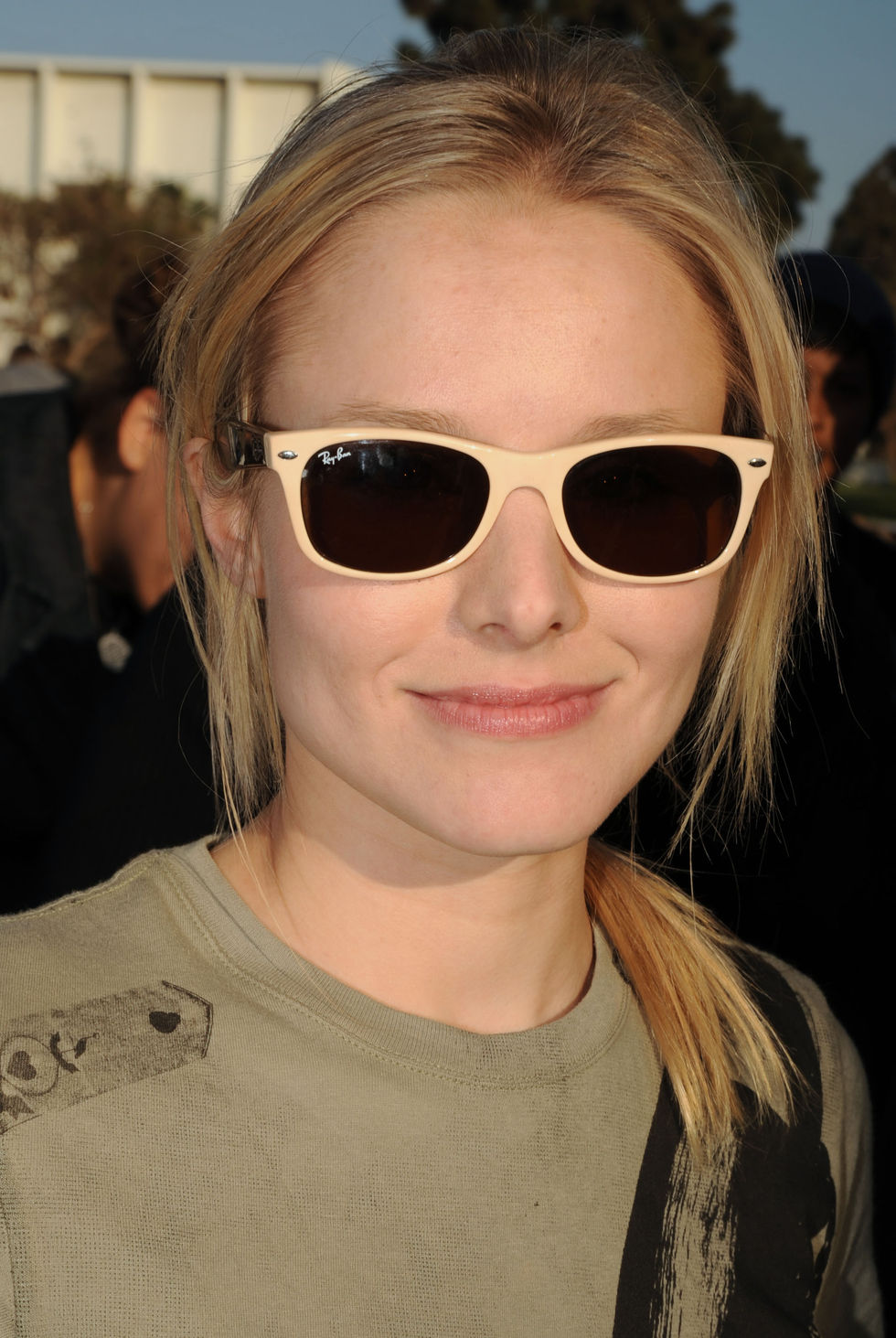 kristen-bell-invisible-childrens-the-rescue-rally-07