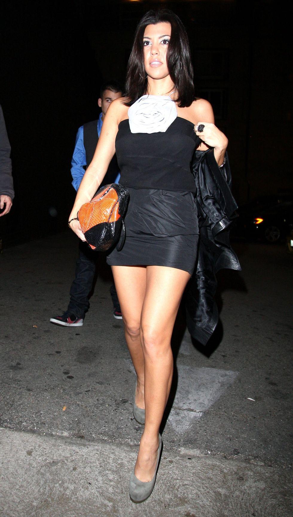 kourtney-kardashian-at-deluxe-nightclub-in-hollywood-01