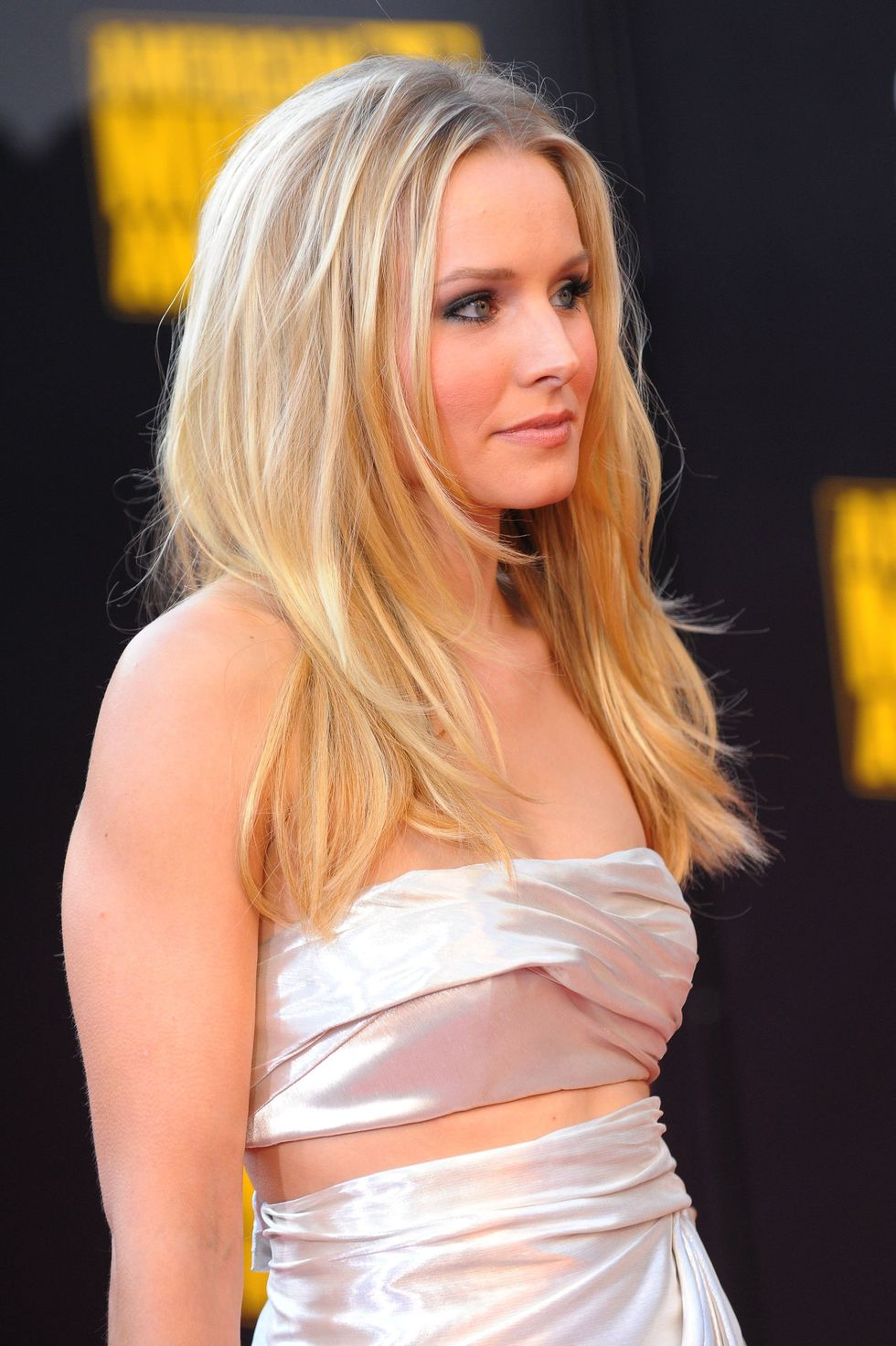kristen-bell-2009-american-music-awards-01
