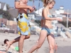 kristen-bell-bikini-candids-on-the-beach-in-malibu-03