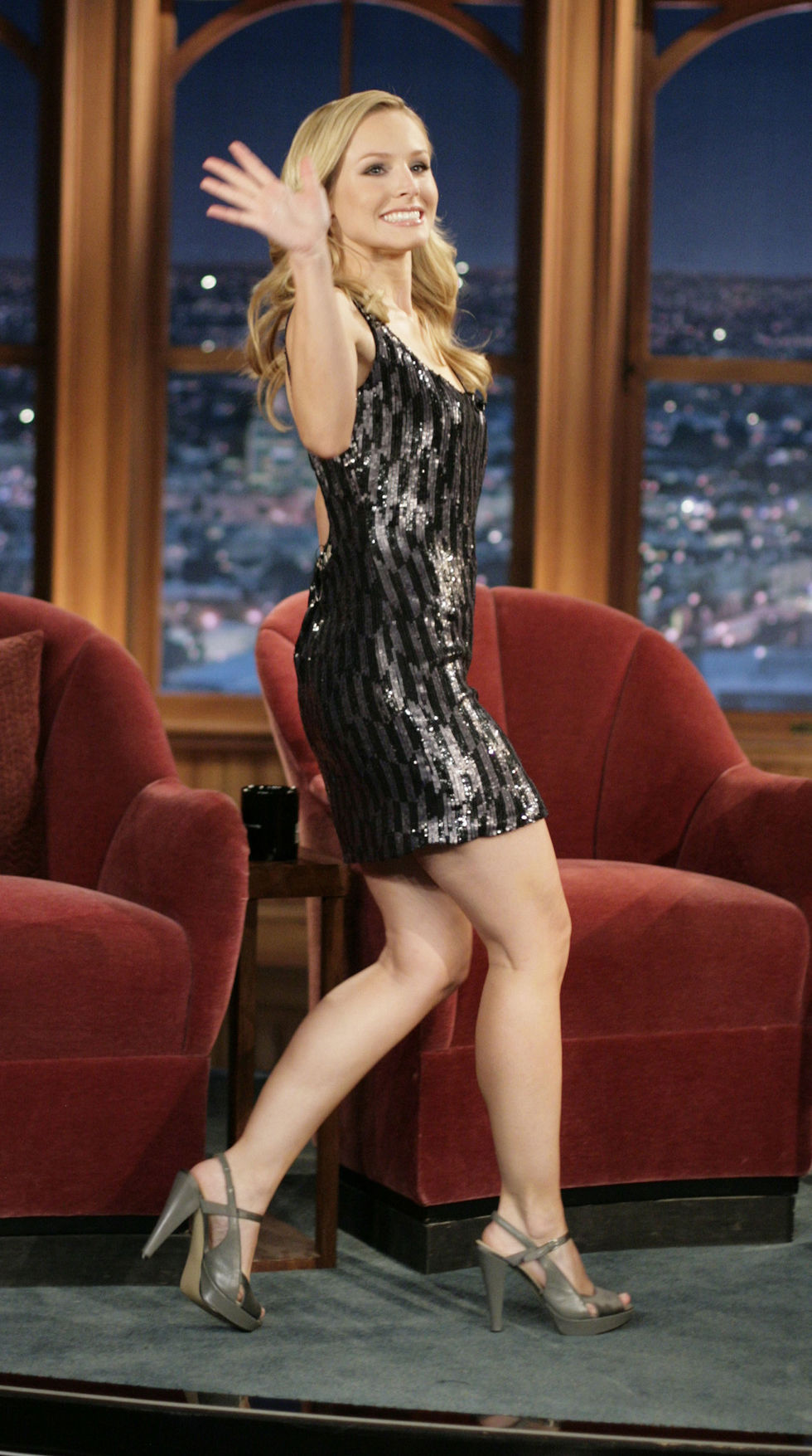 """Kristen Bell - Leggy on """"Late Late Show with Craig"""