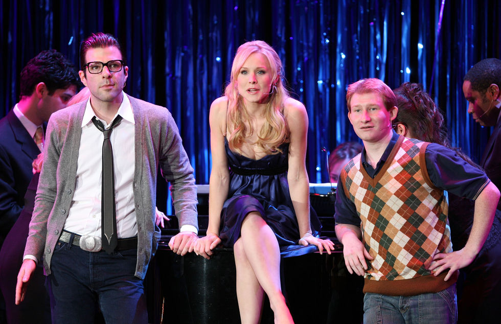 kristen-bell-performs-on-stage-at-a-night-at-sardis-01
