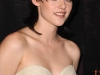kristen-stewart-the-twilight-saga-new-moon-photocall-in-paris-06