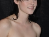 kristen-stewart-the-twilight-saga-new-moon-photocall-in-paris-07
