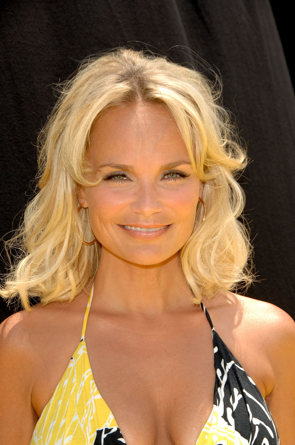 kristin-chenoweth-space-chimps-premiere-in-los-angeles-01
