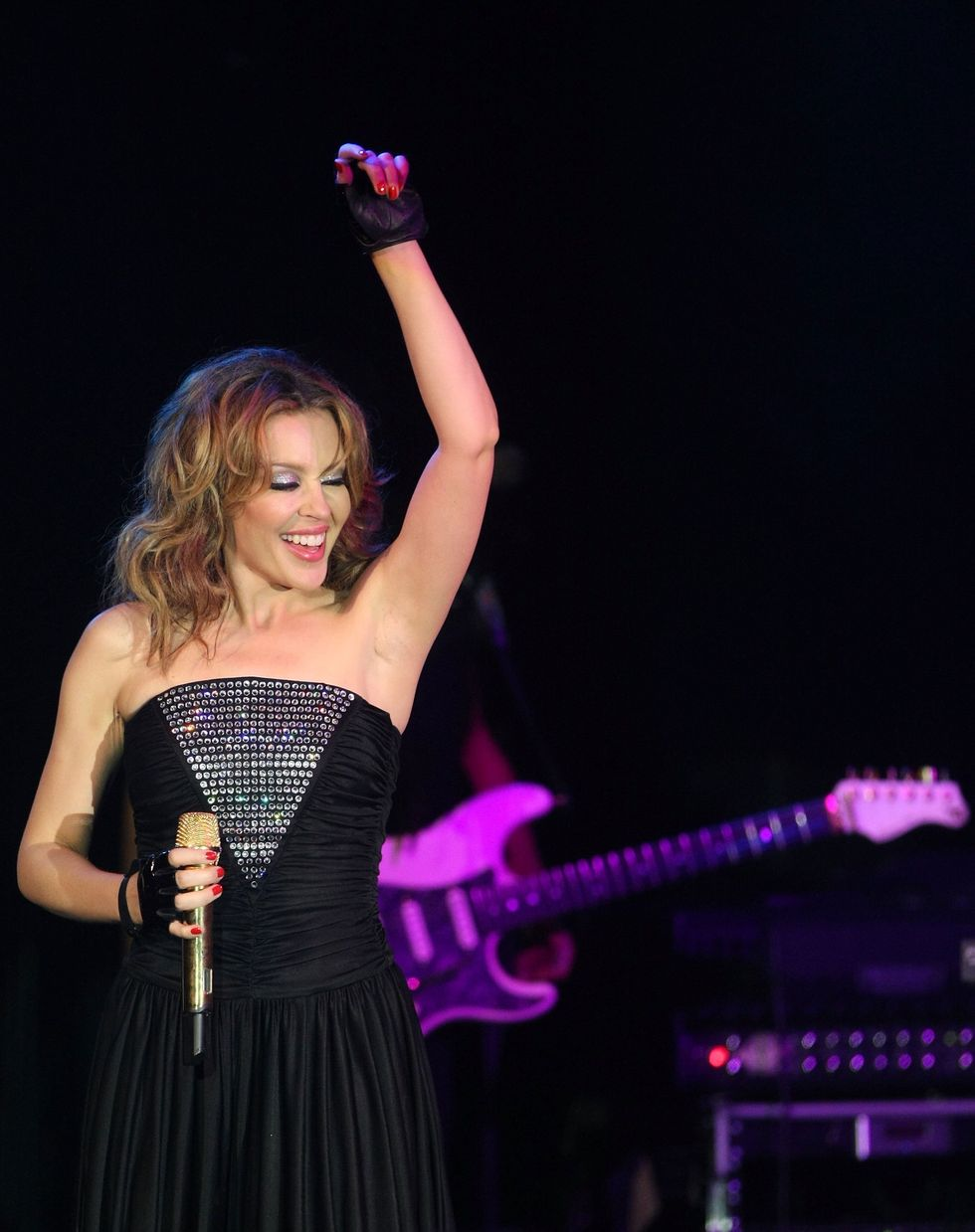 kylie-minogue-miracle-africa-international-foundation-charity-in-cannes-01