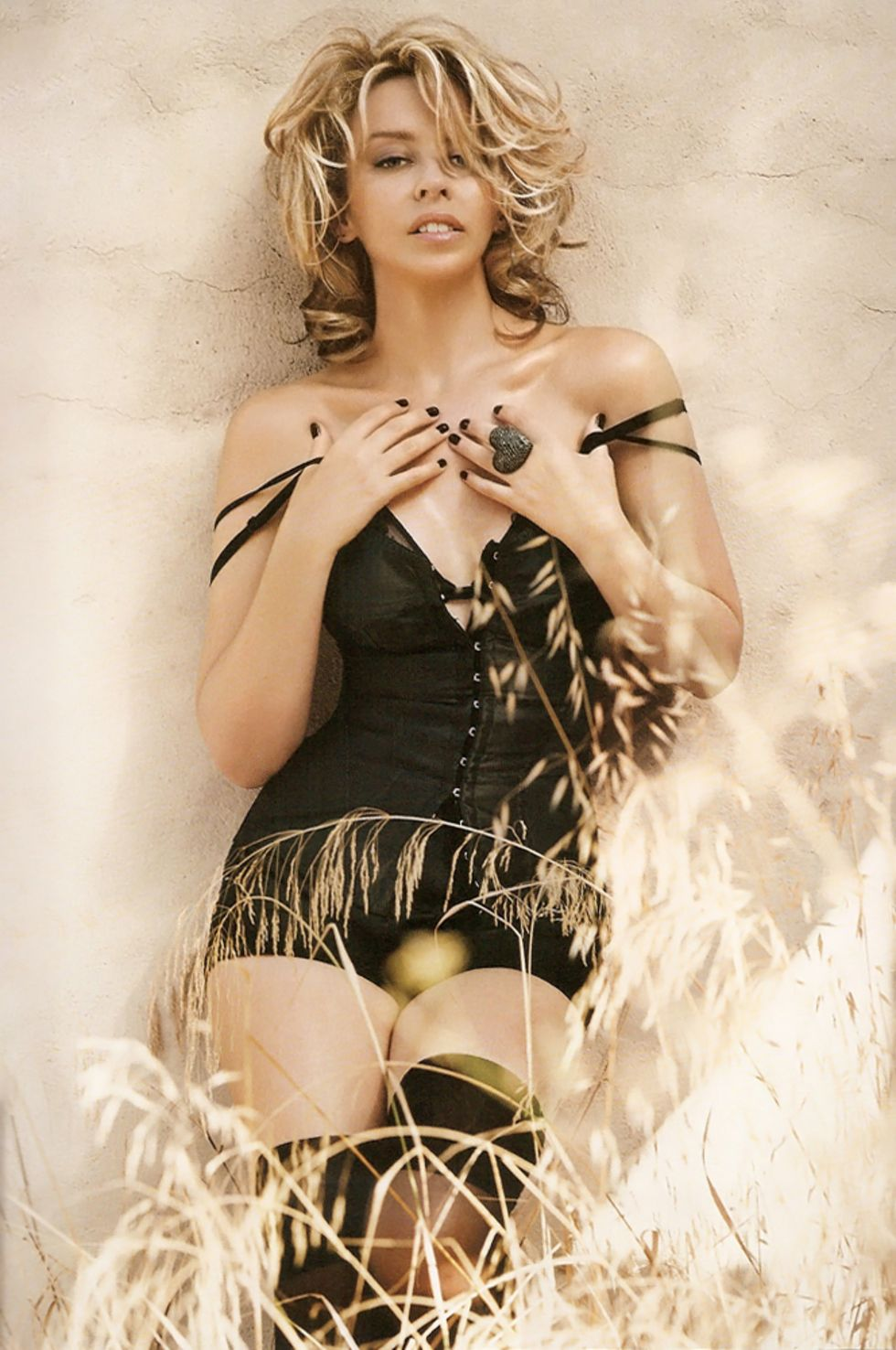 kylie-minogue-vogue-magazine-february-2010-mq-01