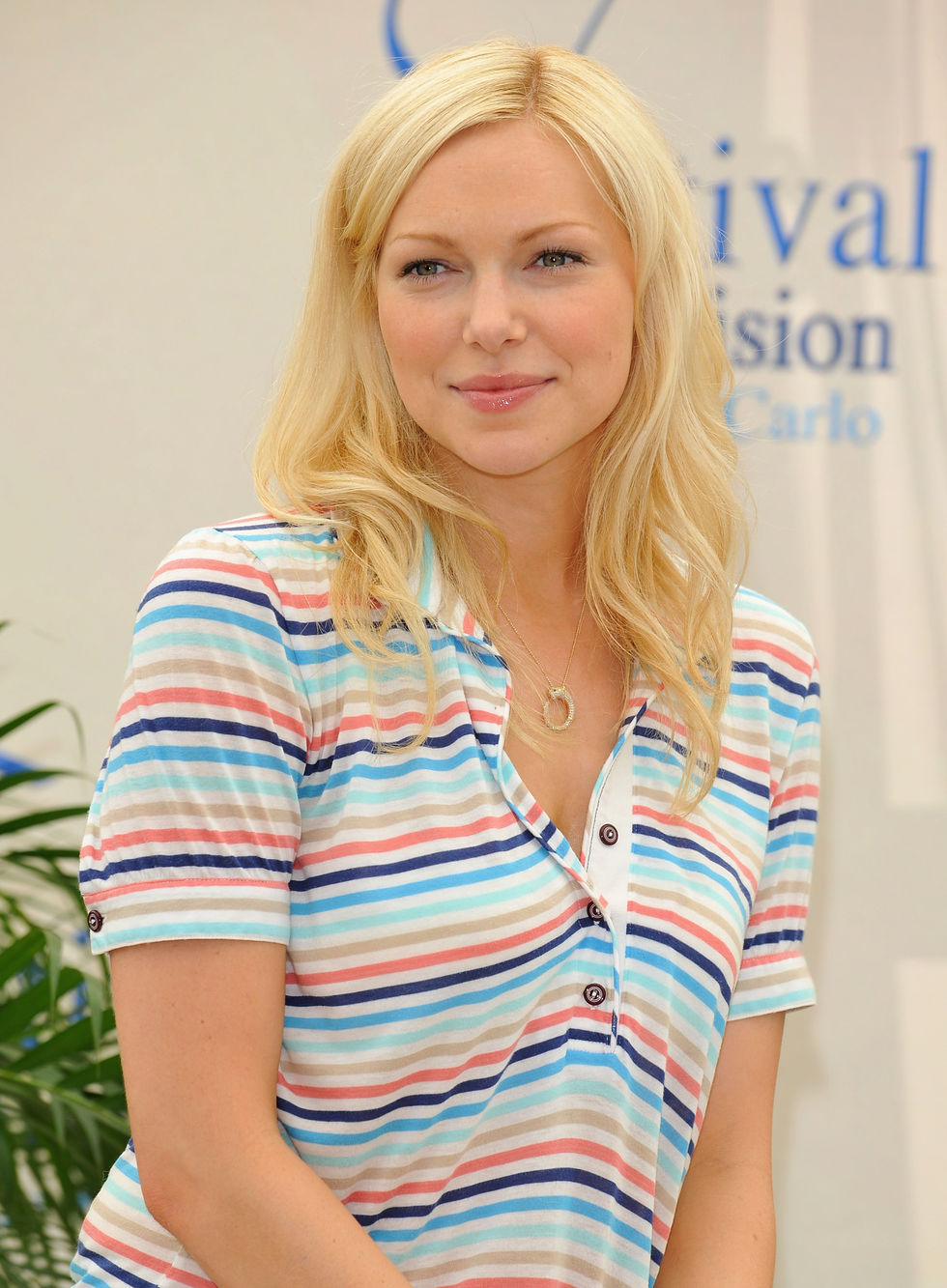 laura-prepon-october-road-photocall-in-monte-carlo-01