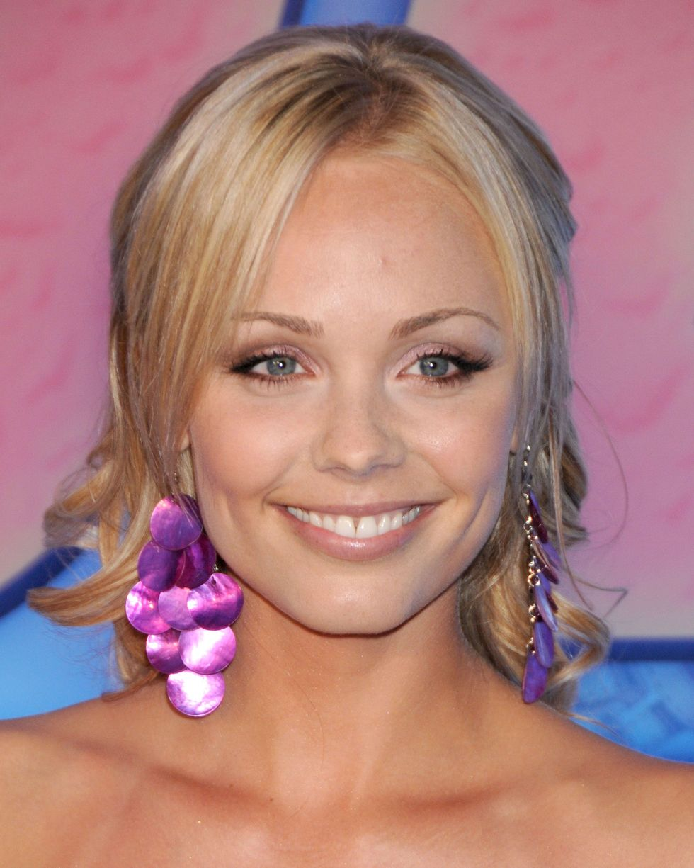 laura-vandervoort-into-the-blue-2-the-reef-premiere-in-beverly-hills-04