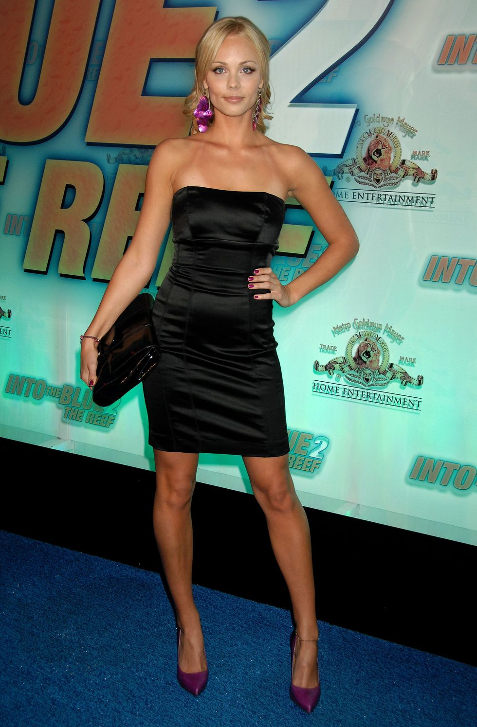 laura-vandervoort-into-the-blue-2-the-reef-premiere-in-beverly-hills-06