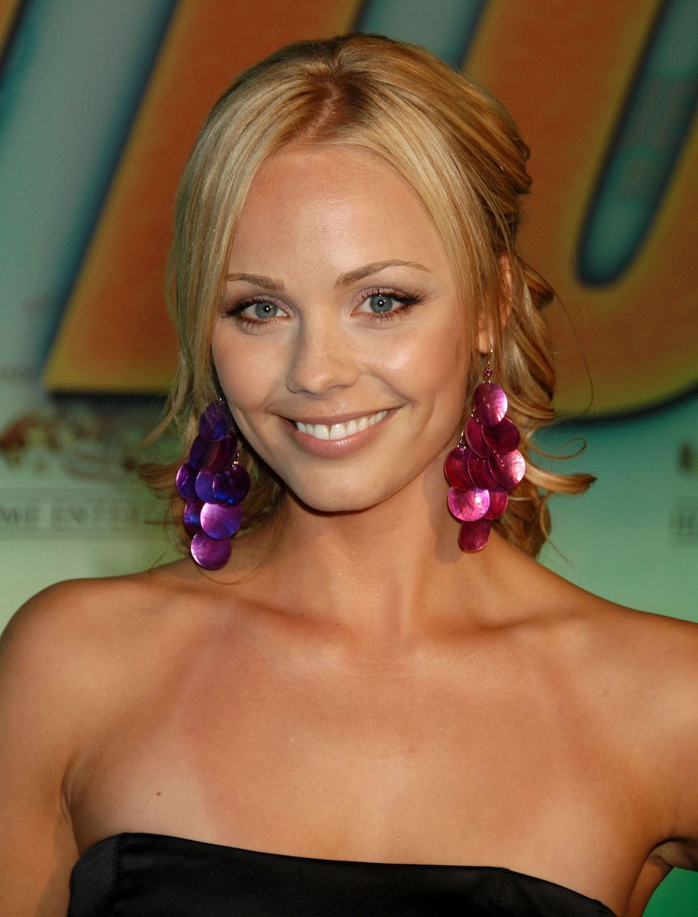 laura-vandervoort-into-the-blue-2-the-reef-premiere-in-beverly-hills-07