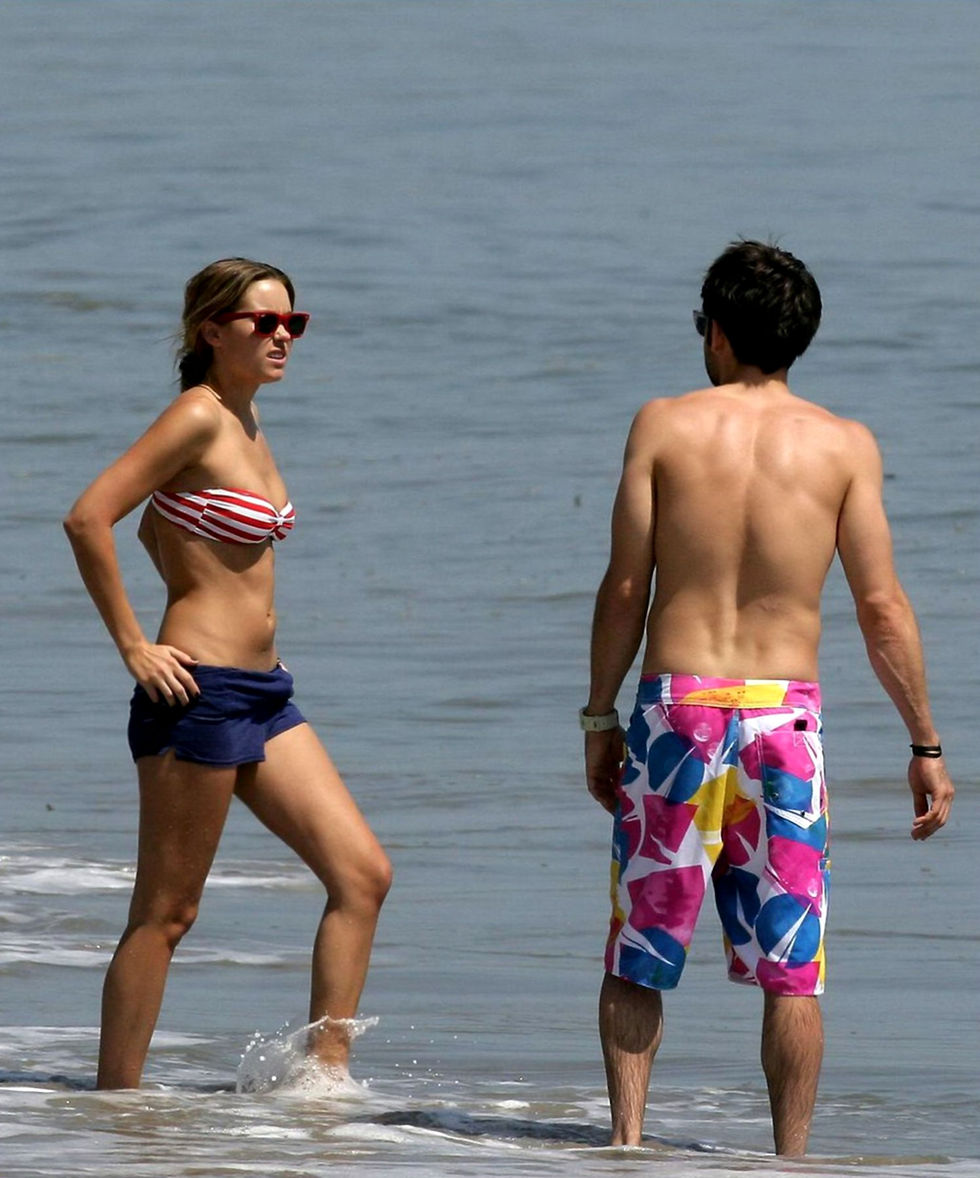 lauren-conrad-bikini-candids-at-malibu-beach-01