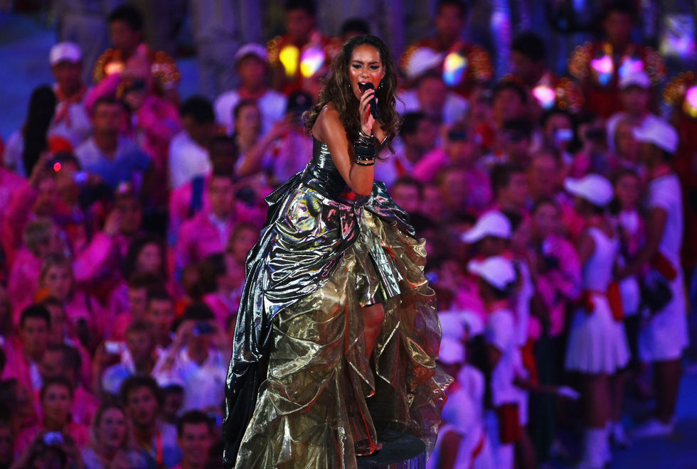 leona-lewis-performs-at-the-closing-ceremony-for-the-beijing-2008-olympic-games-09