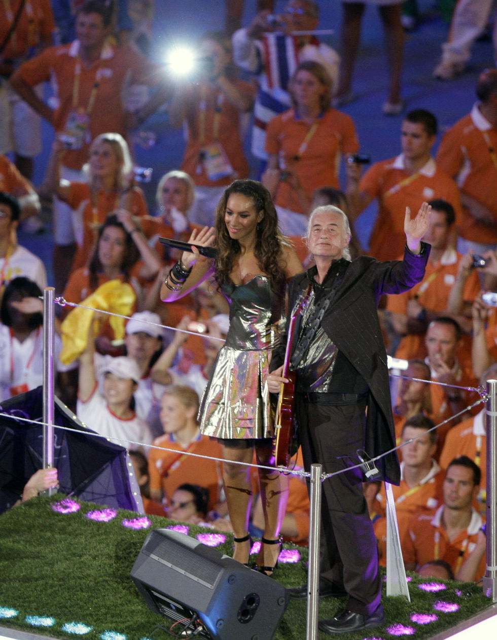 leona-lewis-performs-at-the-closing-ceremony-for-the-beijing-2008-olympic-games-12