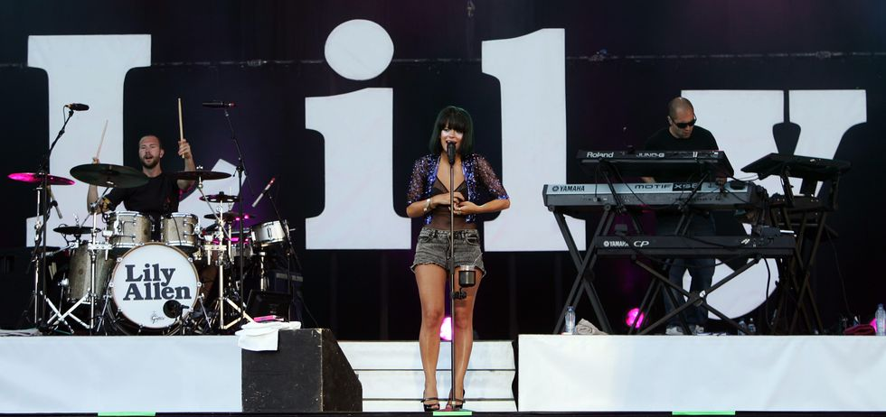 lily-allen-performs-at-the-main-square-festival-2009-in-arras-01