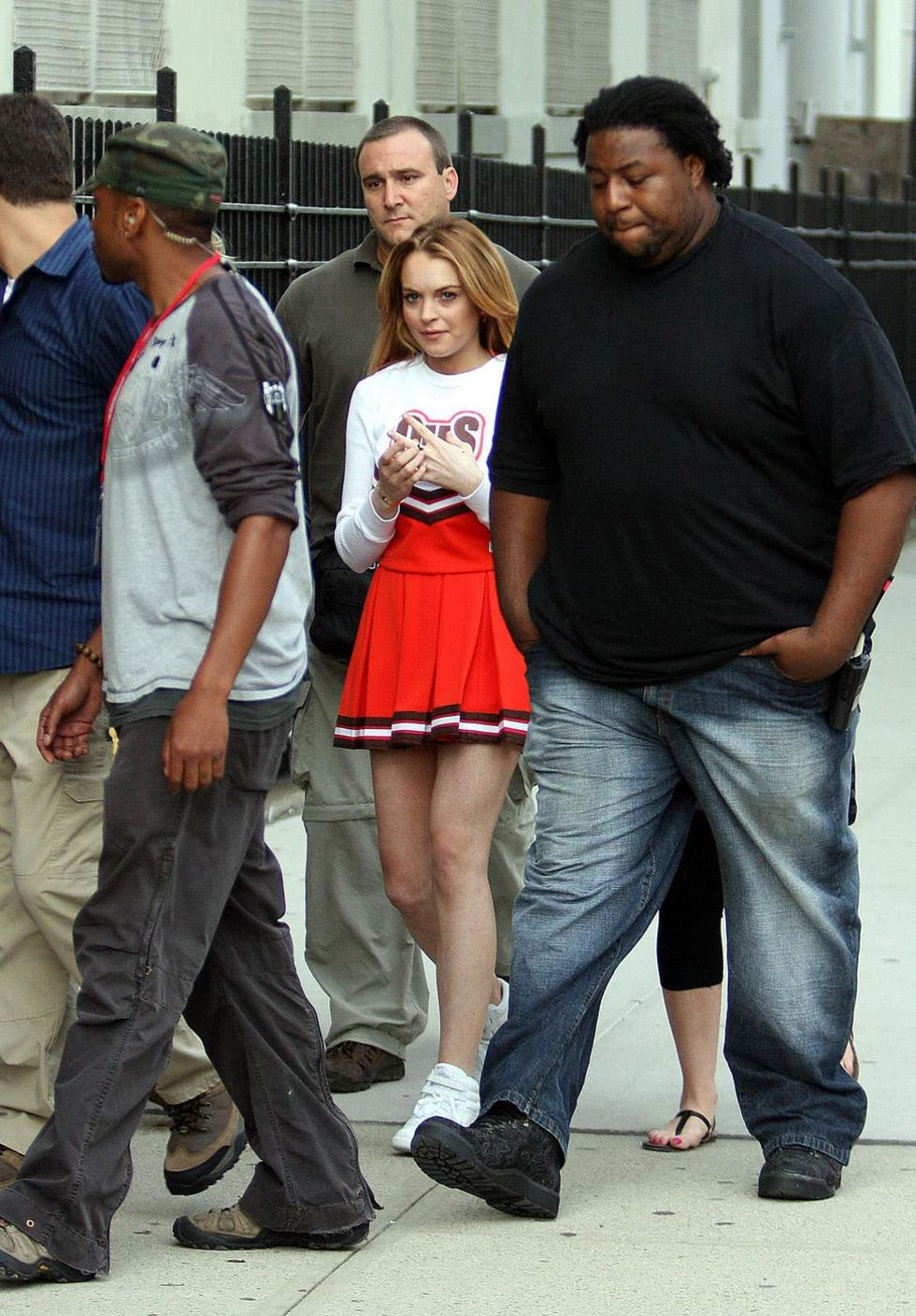 lindsay-lohan-as-a-cheerleader-on-the-set-of-ugly-betty-01