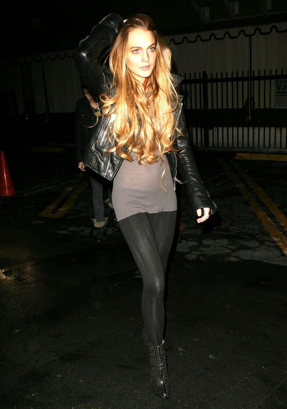 lindsay-lohan-at-bardot-nightclub-in-los-angeles-01