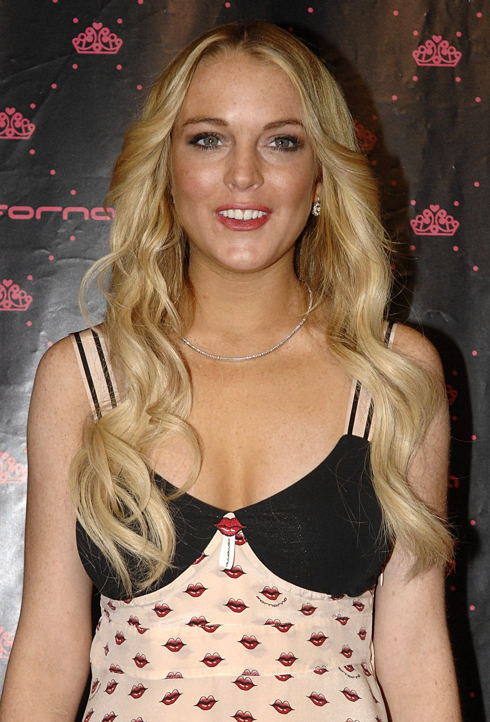 lindsay-lohan-at-fornarina-party-at-the-carrousel-du-louvre-in-paris-01