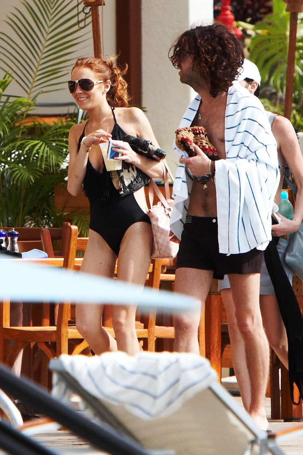 lindsay-lohan-at-the-wailea-beach-marriott-resort-spa-in-hawaii-01