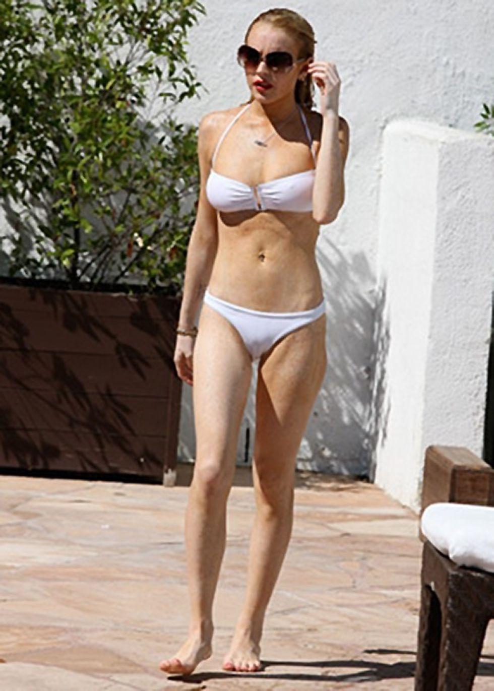 lindsay-lohan-bikini-candids-in-los-angeles-mq-02