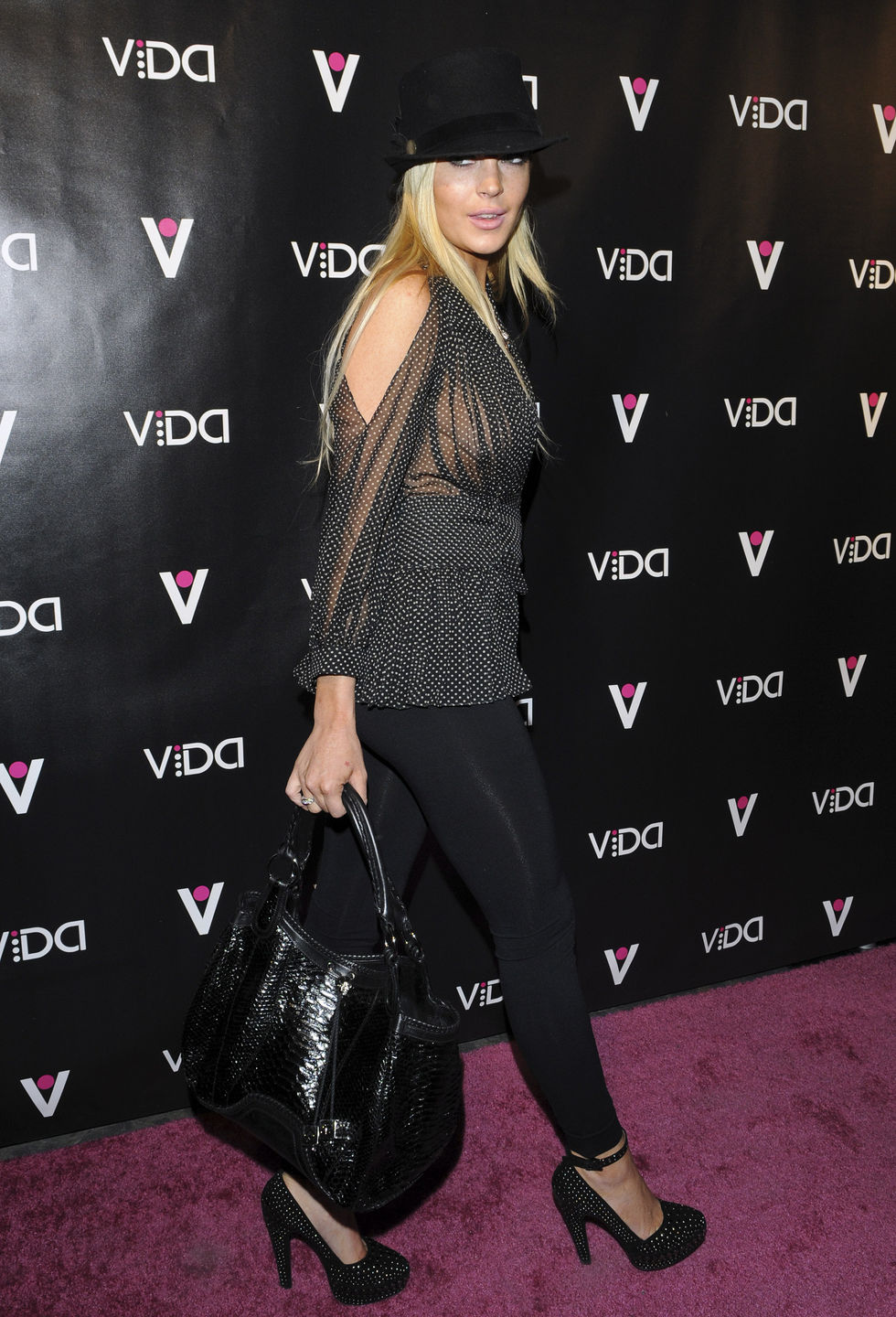 lindsay-lohan-braless-cleavage-at-vida-launch-event-01