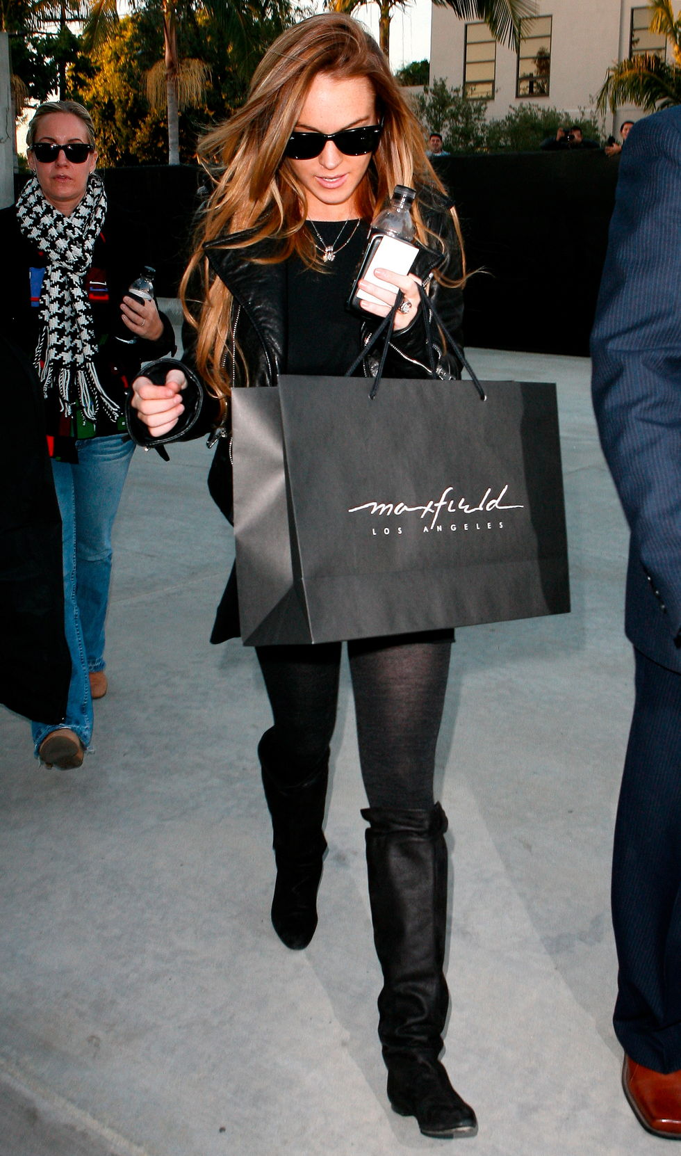 lindsay-lohan-candids-at-maxfield-on-melrose-avenue-01