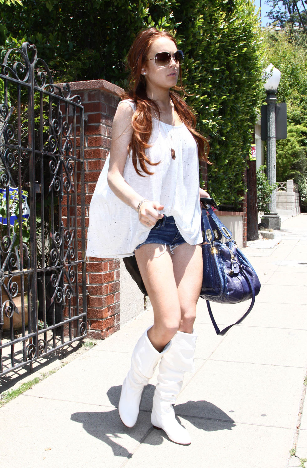 lindsay-lohan-candids-in-los-angeles-5-01