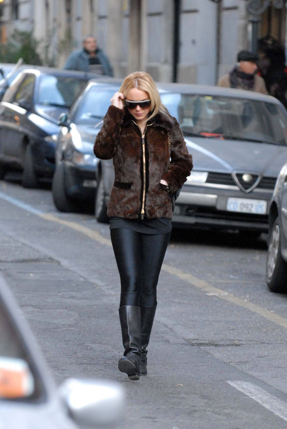 lindsay-lohan-candids-in-rome-01