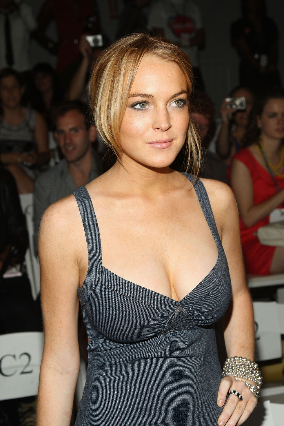 lindsay-lohan-charlotte-ronson-spring-2009-fashion-show-in-new-york-01