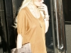 lindsay-lohan-leggy-candids-at-24-karat-diamond-store-01