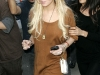 lindsay-lohan-leggy-candids-at-24-karat-diamond-store-05