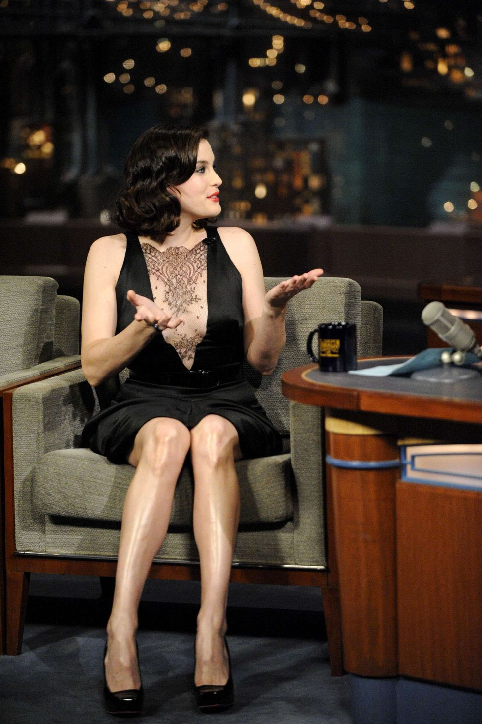 liv-tyler-at-the-late-show-with-david-letterman-in-new-york-01