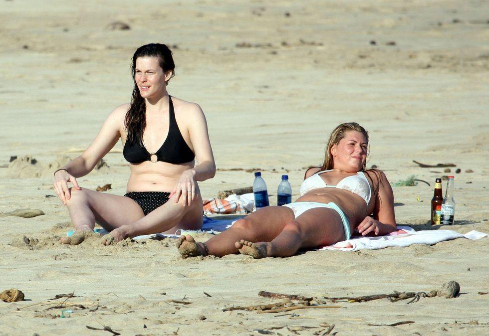 liv-tyler-bikini-candids-in-hawaii-01