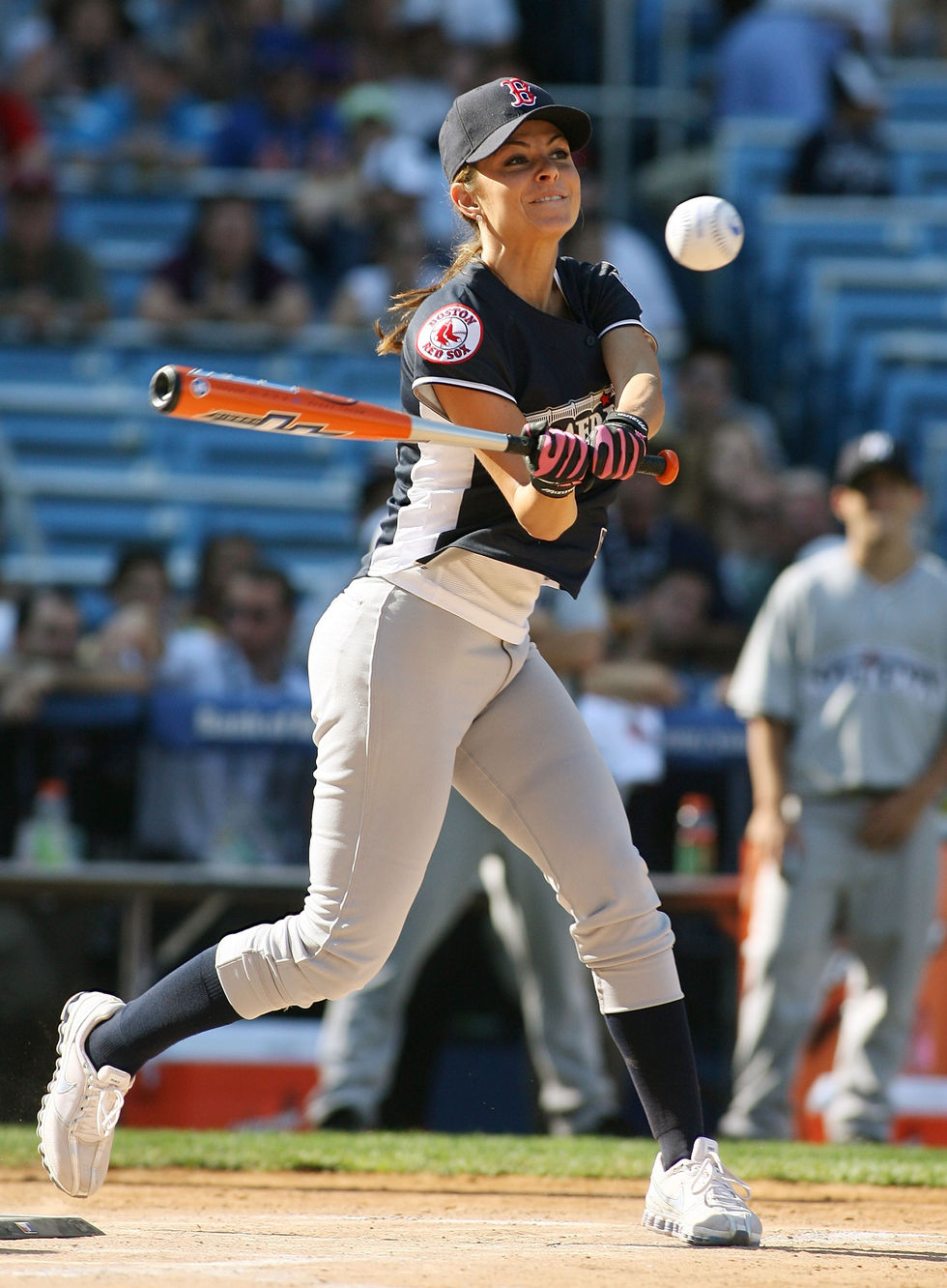 maria-menounos-2008-mlb-all-star-week-taco-bell-all-star-legends-celebrity-softball-game-01
