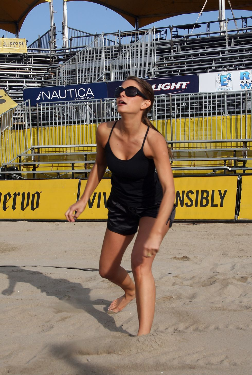 maria-menounos-avp-cuervo-gold-crown-huntington-beach-open-01