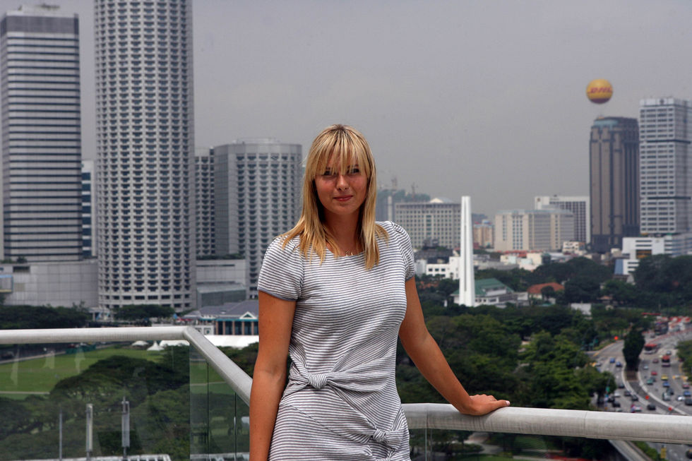 maria-sharapova-at-fullerton-hotel-in-singapur-01