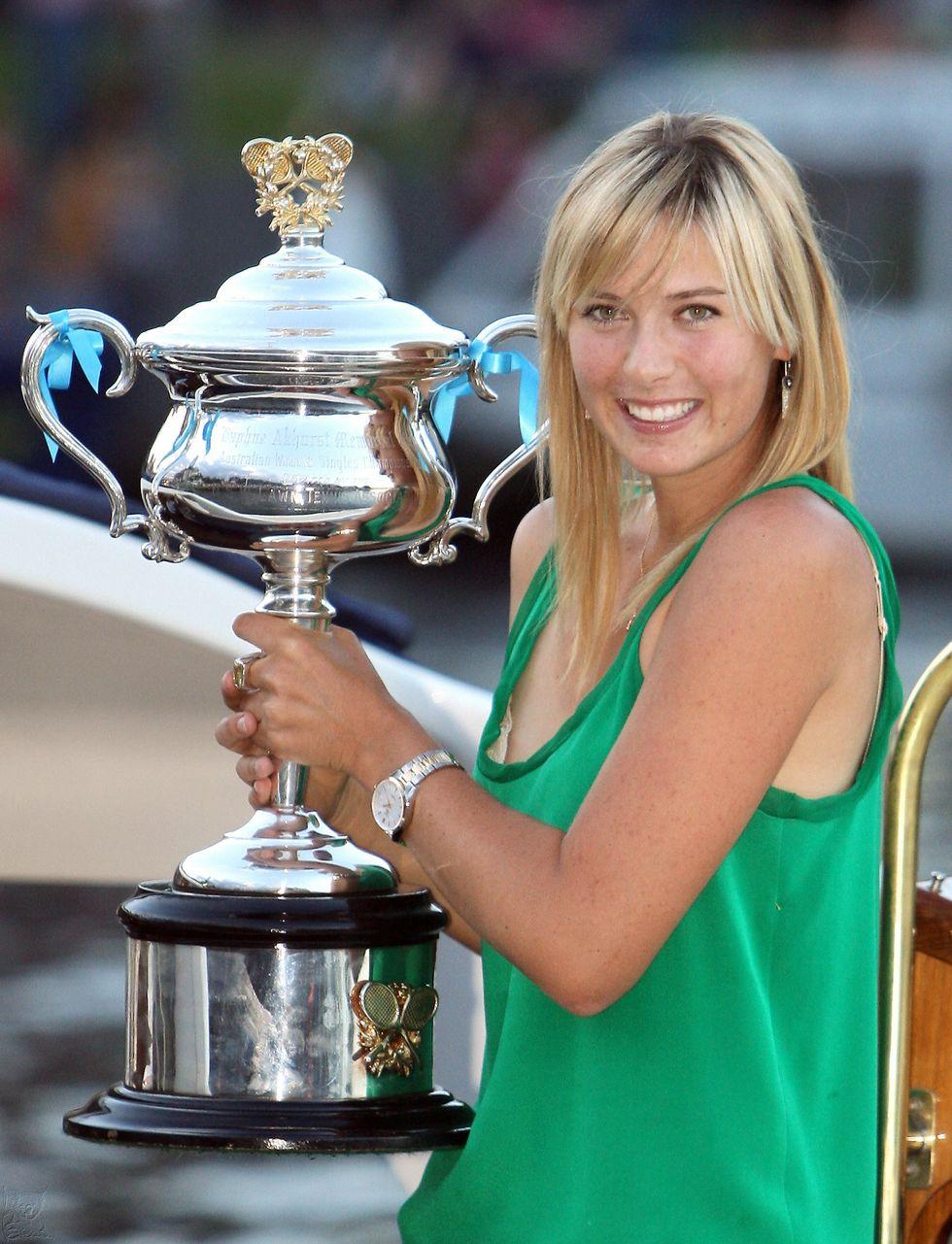 maria-sharapova-posing-with-australian-open-championship-trophy-01